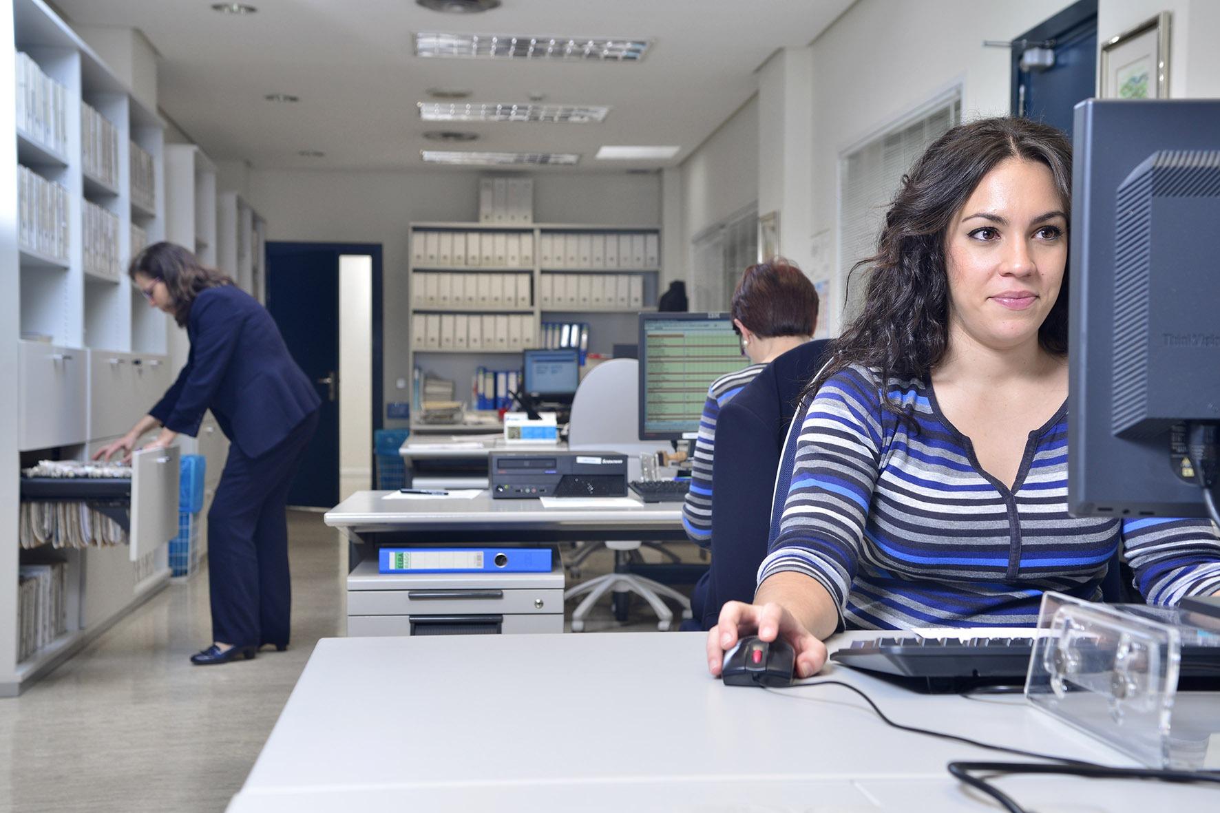 Trabajadores en una empresa, plan preventivo asepeyo